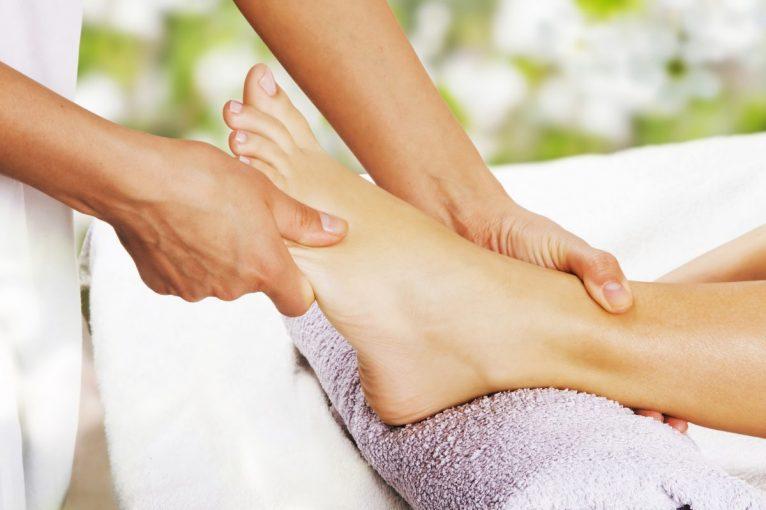 Gezichts- en voetmassage